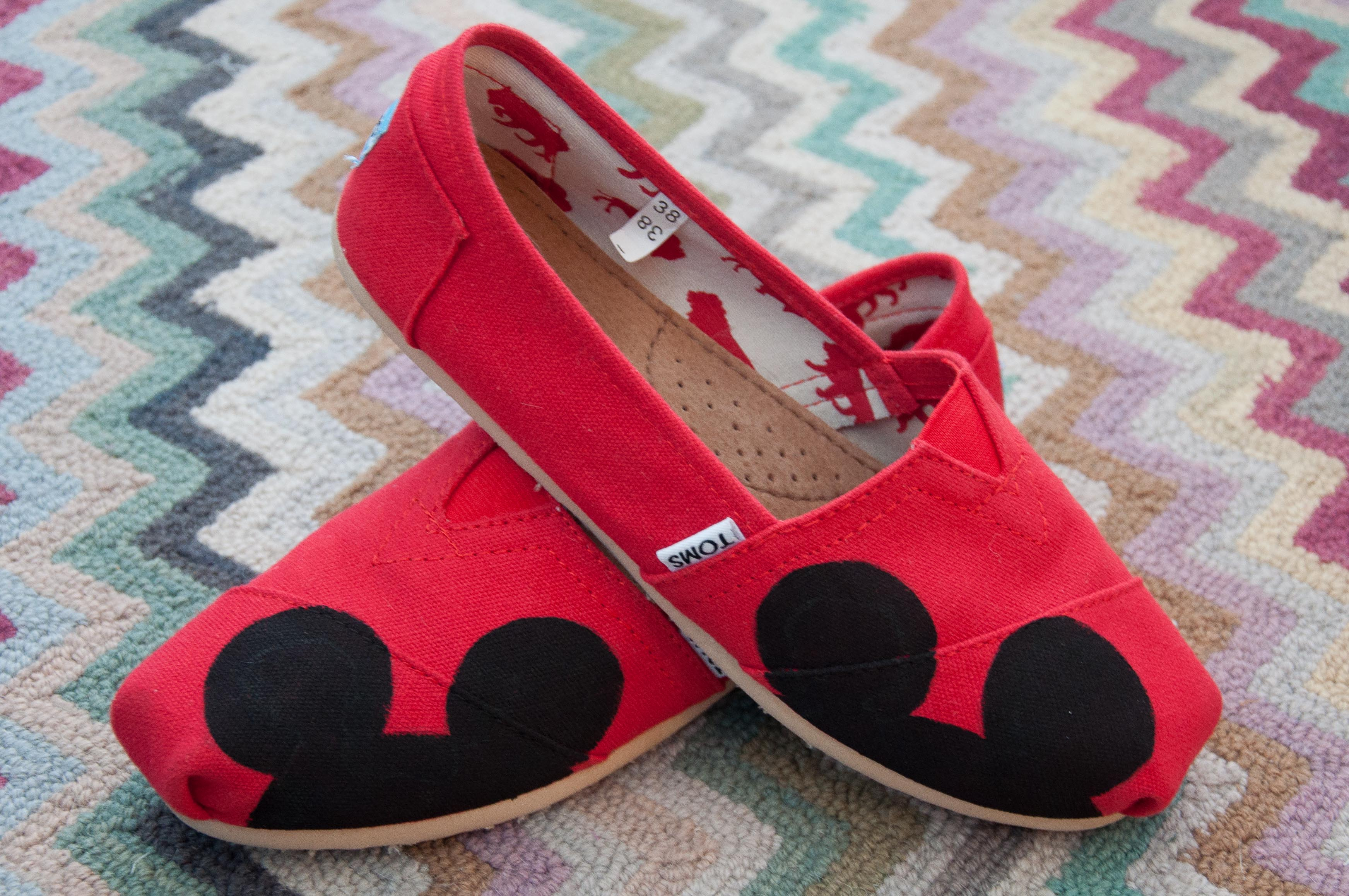 mickey mouse shoes – Snap Eat Run